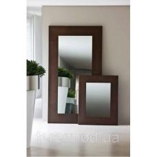 Зеркало в металлической оправе