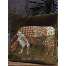 Подушка бархатная Terem Корова оливковая аппликация 50х50